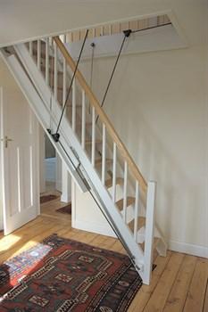 MONARCH Автоматическая выдвижная чердачная лестница с поручнем
