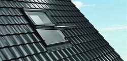Пластиковое центрально-поворотное окно Designo R4