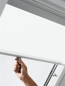 Рулонная штора VELUX RHL на крючках
