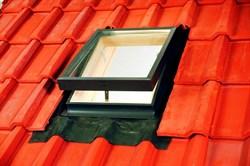 Окно-люк VELTA VLT 1000 для освещения и проветривания неотапливаемых помещений